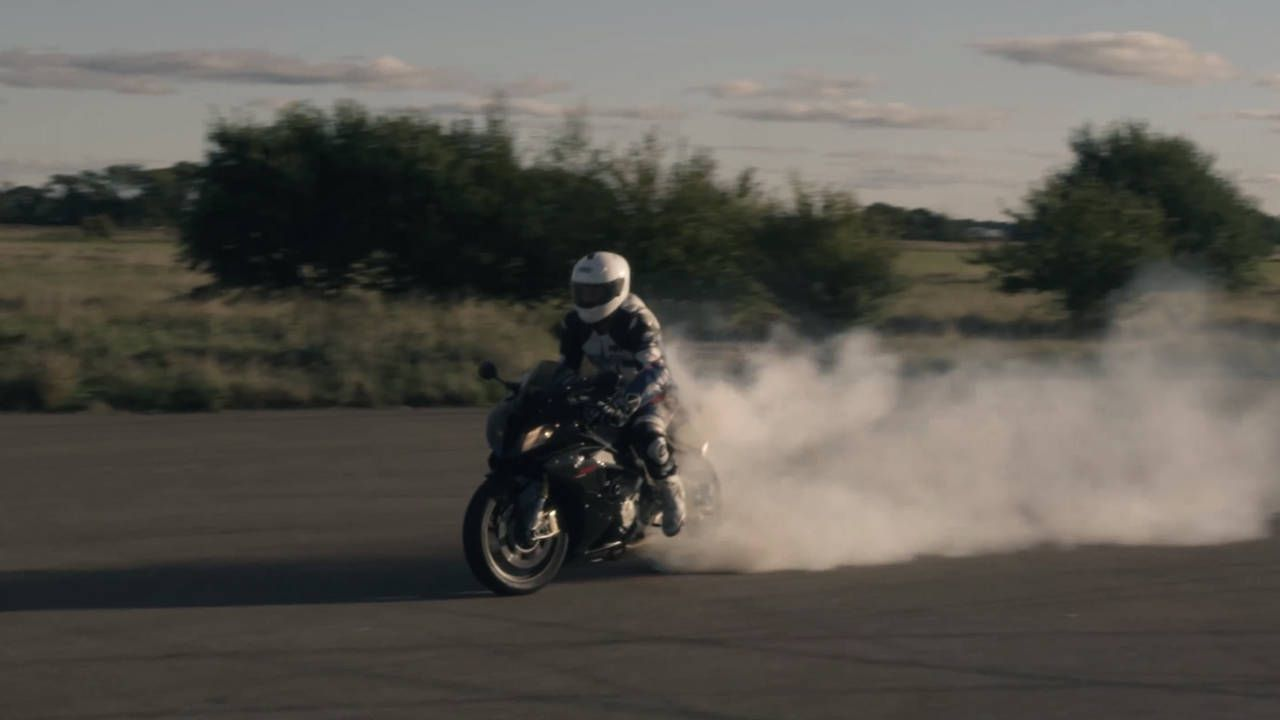 This BMW S1000RR drag racing is better than coffee