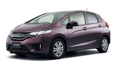 Motor vehicle, Tire, Automotive mirror, Wheel, Mode of transport, Automotive design, Glass, Automotive tire, Transport, Vehicle,