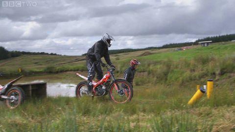 Tire, Wheel, Soil, Bicycle, Bicycle frame, Mountain bike, Bicycle handlebar, Bicycle wheel, Grassland, Helmet,