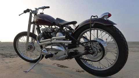 Motorcycle, Tire, Wheel, Fuel tank, Automotive tire, Transport, Spoke, Land vehicle, Rim, Engine,