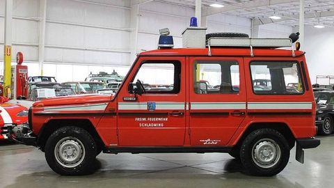 Motor vehicle, Tire, Wheel, Mode of transport, Vehicle, Automotive design, Emergency service, Automotive tire, Emergency vehicle, Transport,