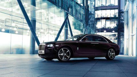 Tire, Wheel, Automotive design, Vehicle, Land vehicle, Rim, Car, Personal luxury car, Alloy wheel, Automotive parking light,