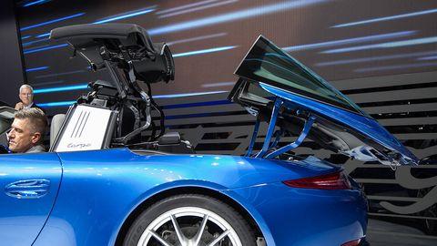 Automotive design, Vehicle, Land vehicle, Car, Performance car, Alloy wheel, Fender, Personal luxury car, Sports car, Luxury vehicle,