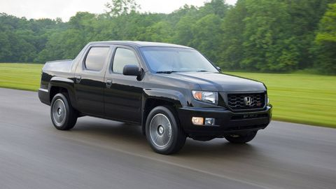 Tire, Motor vehicle, Wheel, Automotive tire, Vehicle, Transport, Land vehicle, Automotive lighting, Automotive design, Rim,