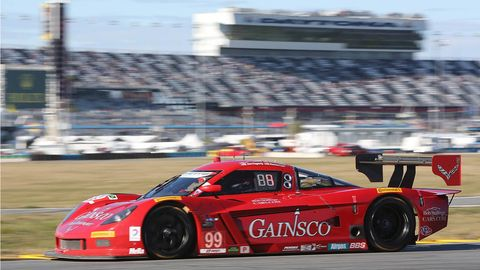 Tire, Wheel, Automotive design, Vehicle, Sport venue, Race track, Motorsport, Sports car racing, Car, Racing,