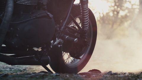 Automotive tire, Motorcycle, Automotive wheel system, Fender, Rim, Tread, Auto part, Synthetic rubber, Spoke, Motorcycle accessories,