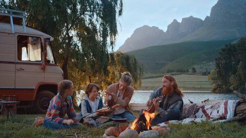 Human, Sitting, Mammal, Leisure, Sharing, Mountain range, Travel, Terrain, Wilderness, Valley,