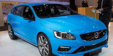 Tire, Wheel, Motor vehicle, Automotive design, Blue, Vehicle, Automotive tire, Land vehicle, Car, Rim,