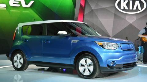 Tire, Motor vehicle, Wheel, Automotive mirror, Mode of transport, Automotive design, Product, Vehicle, Automotive exterior, Automotive lighting,