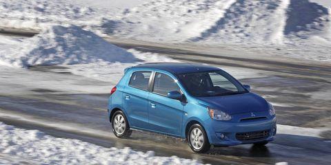 Tire, Motor vehicle, Wheel, Automotive mirror, Automotive design, Automotive tire, Vehicle, Land vehicle, Winter, Car,