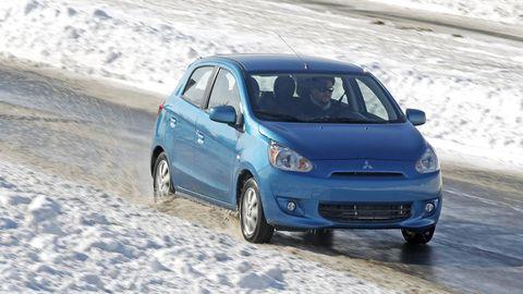 Tire, Wheel, Motor vehicle, Automotive design, Vehicle, Automotive tire, Land vehicle, Headlamp, Car, Automotive mirror,