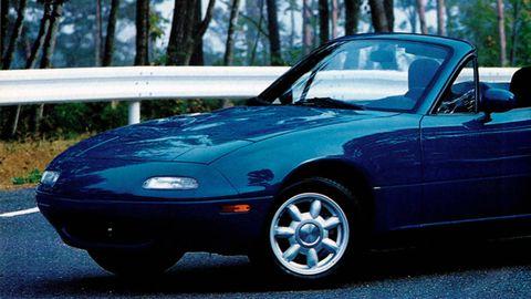 Tire, Automotive design, Vehicle, Land vehicle, Hood, Automotive parking light, Automotive mirror, Rim, Car, Automotive exterior,