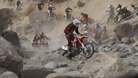 Tire, Wheel, Motorcycle, Land vehicle, Motorcycle racing, Motorcycling, Motorsport, Soil, Motocross, Extreme sport,