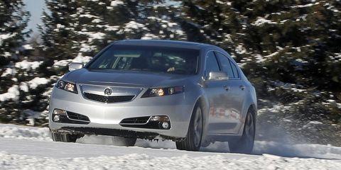 Daytime, Vehicle, Winter, Automotive tire, Land vehicle, Automotive lighting, Headlamp, Car, Rim, Freezing,