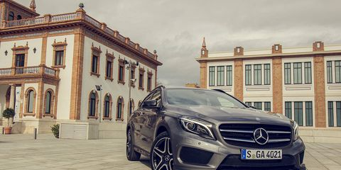 Mode of transport, Automotive design, Vehicle, Window, Grille, Car, Headlamp, Mercedes-benz, Rim, Automotive lighting,