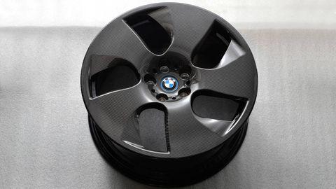 Alloy wheel, Rim, Automotive wheel system, Carbon, Spoke, Black, Hubcap, Auto part, Grey, Circle,