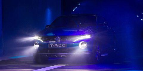 Automotive design, Vehicle, Automotive lighting, Headlamp, Grille, Car, Automotive exterior, Automotive fog light, Hood, Bumper,