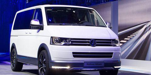 Motor vehicle, Tire, Wheel, Automotive design, Vehicle, Transport, Automotive mirror, Automotive tire, Land vehicle, Automotive exterior,