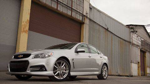 Tire, Wheel, Automotive tire, Automotive design, Daytime, Vehicle, Alloy wheel, Automotive lighting, Rim, Headlamp,