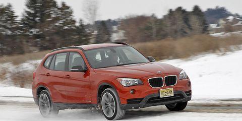 Automotive design, Vehicle, Winter, Automotive mirror, Car, Hood, Automotive exterior, Grille, Automotive tire, Automotive lighting,