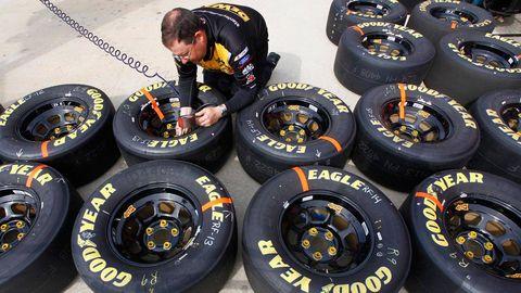Automotive tire, Automotive wheel system, Automotive design, Rim, Formula one tyres, Synthetic rubber, Logo, Auto part, Tread, Carbon,