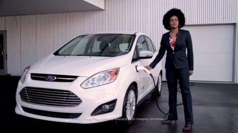 Tire, Motor vehicle, Wheel, Automotive design, Vehicle, Land vehicle, Headlamp, Car, Automotive mirror, Grille,
