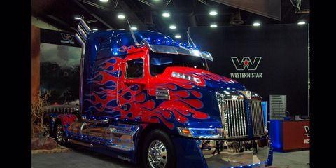 Motor vehicle, Mode of transport, Automotive design, Vehicle, Transport, Land vehicle, Grille, Automotive exterior, Automotive lighting, Automotive tire,