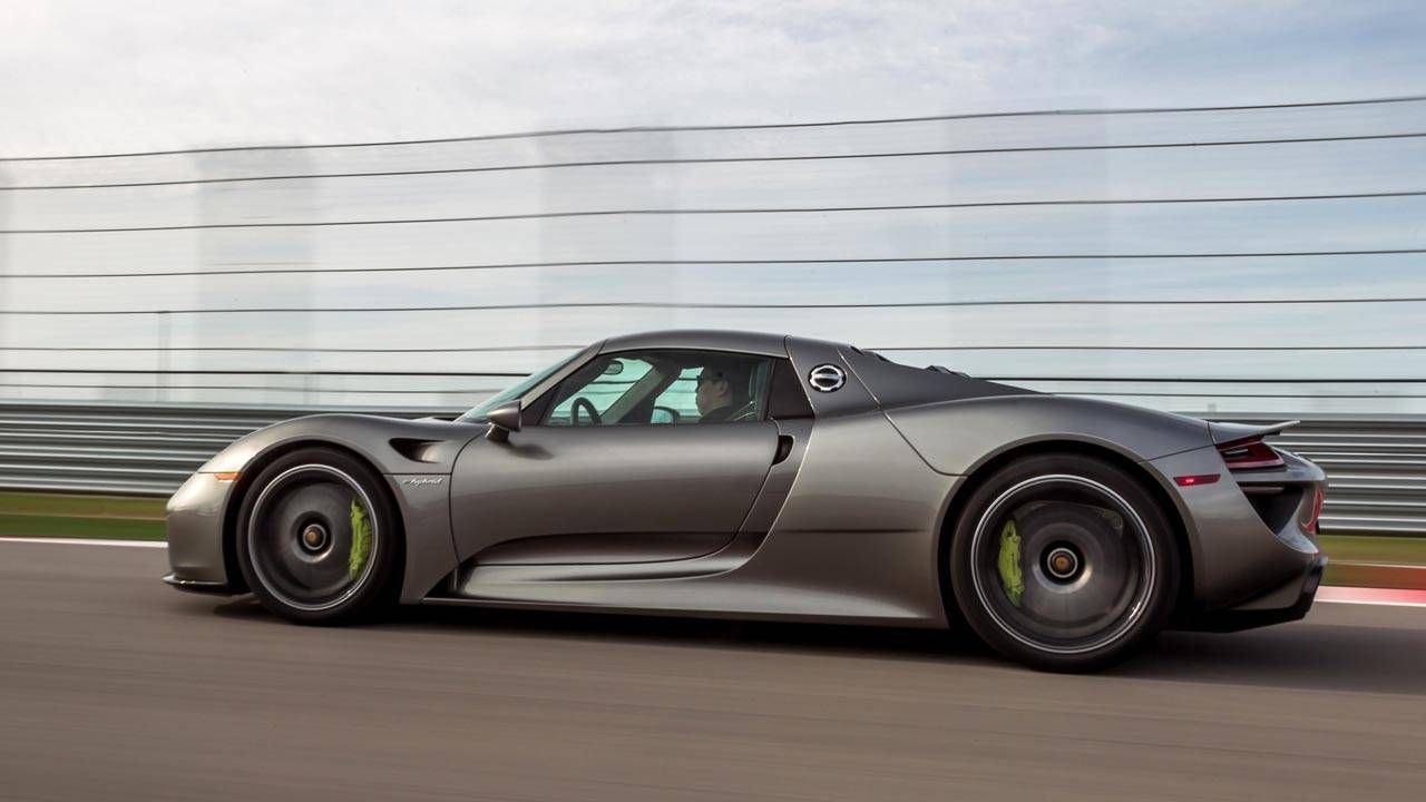 What it's like to whip a Porsche 918 around a track like a pro