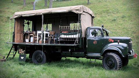 Motor vehicle, Wheel, Mode of transport, Transport, Vehicle, Automotive tire, Truck, Fender, Commercial vehicle, Rim,