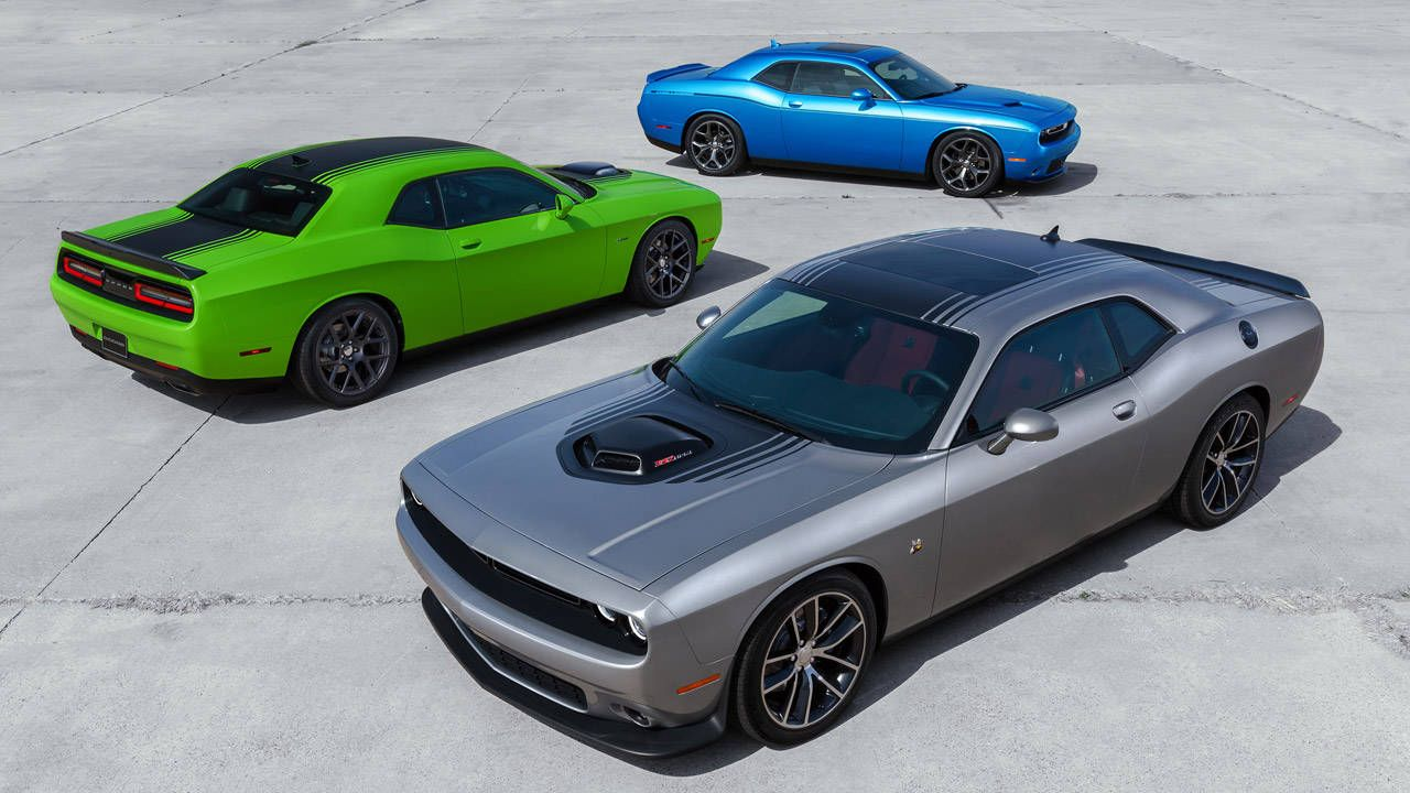 2015 Dodge Challenger stays retro AND goes modern