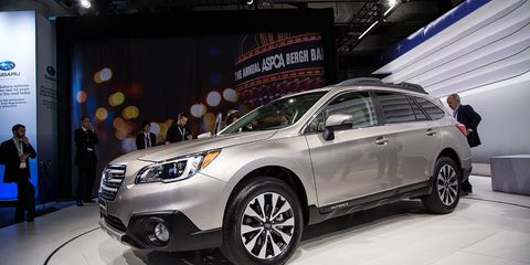 Tire, Wheel, Motor vehicle, Automotive design, Product, Automotive tire, Vehicle, Land vehicle, Automotive lighting, Car,