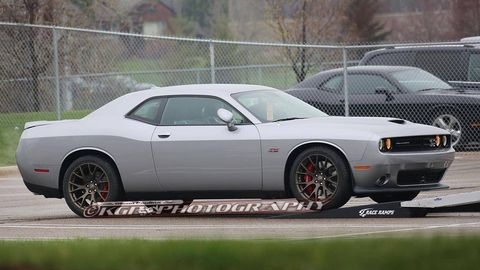 Tire, Wheel, Motor vehicle, Automotive tire, Automotive design, Vehicle, Land vehicle, Alloy wheel, Rim, Hood,