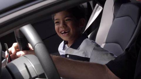 Finger, Automotive design, Car seat, Steering part, Steering wheel, Seat belt, Vehicle door, Head restraint, Car seat cover, Luxury vehicle,