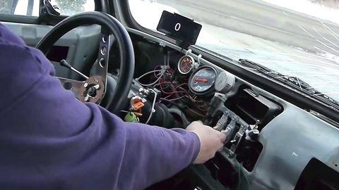 Motor vehicle, Steering part, Mode of transport, Steering wheel, Automotive design, Vehicle, Transport, Glass, Vehicle door, Center console,