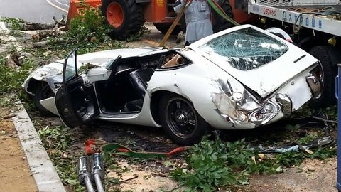 Tree Crushes Priceless Vintage Toyota 2000gt Supercar In Japan
