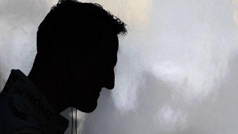 Atmospheric phenomenon, Black hair, Backlighting, Silhouette, Fog, Hood,