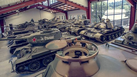 Tank, Combat vehicle, Self-propelled artillery, Military vehicle, Engineering, Iron, Machine, Gun turret, Industry, Steel,