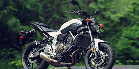 Motorcycle, Tire, Wheel, Automotive tire, Automotive design, Fuel tank, Rim, Automotive lighting, Automotive wheel system, Spoke,