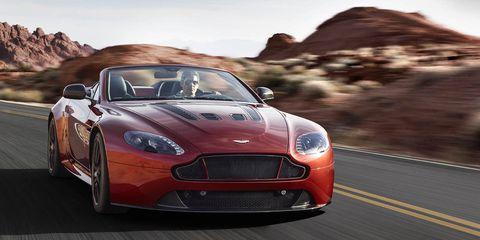 Tire, Automotive design, Vehicle, Land vehicle, Automotive mirror, Car, Headlamp, Fender, Performance car, Automotive lighting,