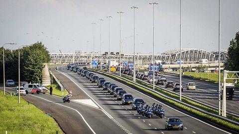 Motor vehicle, Road, Mode of transport, Transport, Infrastructure, Lane, Asphalt, Road surface, Highway, Thoroughfare,