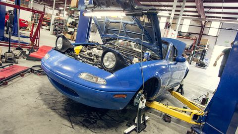 Automotive design, Automotive parking light, Hood, Headlamp, Fender, Automotive tire, Windshield, Bumper, Automotive lighting, Engineering,