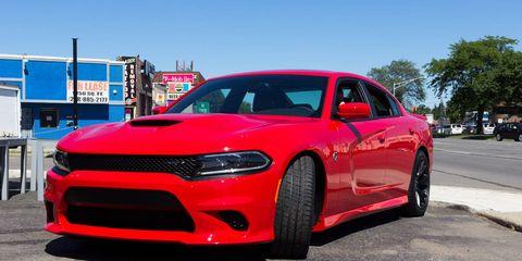 Tire, Motor vehicle, Wheel, Automotive design, Automotive tire, Vehicle, Land vehicle, Hood, Car, Red,