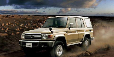 Tire, Wheel, Automotive design, Automotive tire, Vehicle, Automotive exterior, Land vehicle, Automotive lighting, Headlamp, Hood,