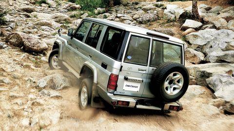 Tire, Automotive tire, Automotive design, Vehicle, Automotive exterior, Land vehicle, Rim, Car, Automotive wheel system, Fender,