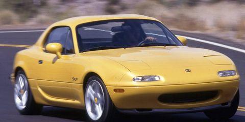 Tire, Automotive design, Vehicle, Yellow, Hood, Car, Performance car, Sports car, Automotive parking light, Fender,
