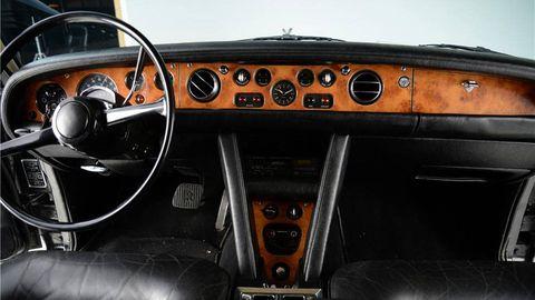 Motor vehicle, Steering part, Steering wheel, Center console, Speedometer, Gauge, Vehicle audio, Gear shift, Classic car, Luxury vehicle,