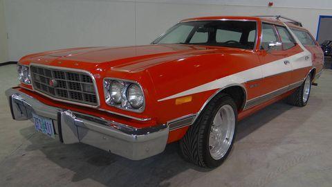 Tire, Motor vehicle, Wheel, Vehicle, Automotive exterior, Automotive design, Hood, Land vehicle, Automotive parking light, Classic car,