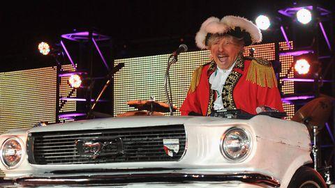 Hat, Grille, Automotive exterior, Sun hat, Stage equipment, Classic car, Bumper, Classic, Costume accessory, Costume hat,