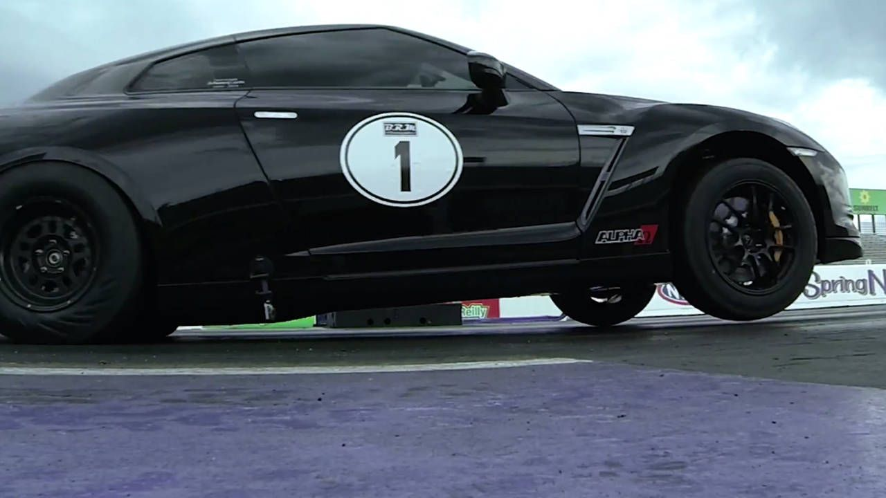 2000-hp Nissan GT-R rips AWD wheelies, 7.7-sec quarter