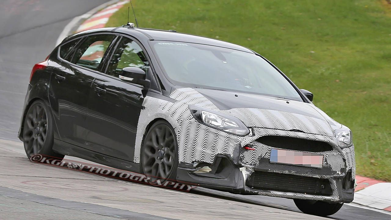 The mighty 2016 Ford Focus RS shows its face